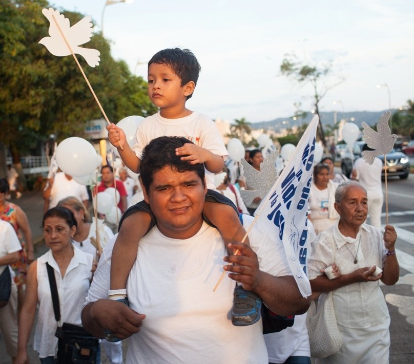 People in Acapulco, Mexico, take part in a 19 November walk for peace, a church-sponsored event to call for an end to gang violence. Photo: CNS/Brett Gundlock