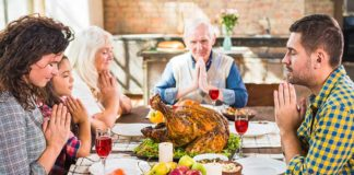 Our modern Thanksgiving feast isn't some secularized, watered-down way to celebrate Thanksgiving; this is how the Pilgrims did it. They thanked God by having a party with lots of food. Photo: Freepik